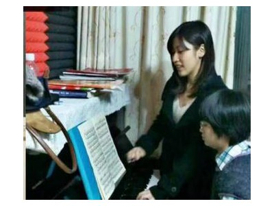 钢琴专业培训中心 音乐工作室 少儿吉他 吉他弹唱班